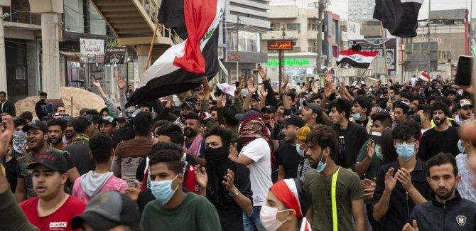 Iraklı göstericilerden 'vatansever subaylara' yardım çağrısı