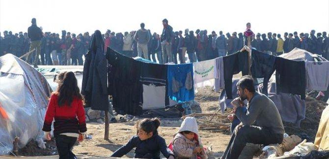 Göçmenlerin Yunanistan sınırındaki bekleyişi sürüyor