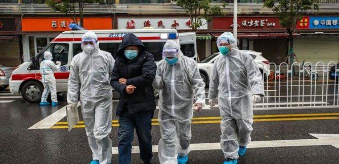 Çinli araştırmacılar: Aşı bulunmadan normal hayata dönülmemeli