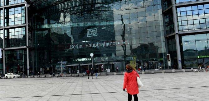 Almanya tedbirleri gevşetiyor: Mağazalar ve okullar açılıyor