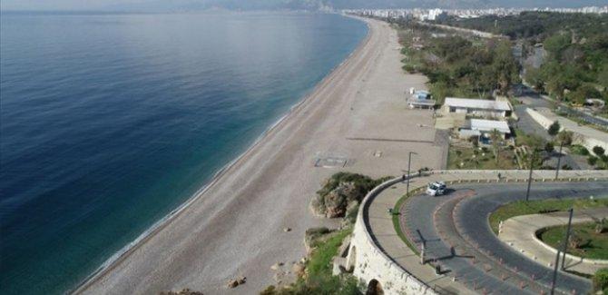 Antalya'da hava sıcaklığı 42,7 dereceye ulaştı
