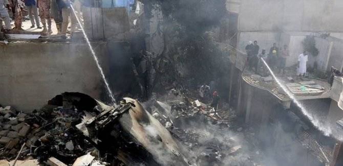 Li Pakistanê firokeyek ket: 107 kesan canê xwe ji dest dan