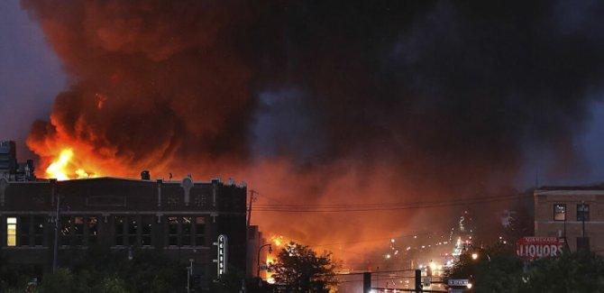 ABD Minneapolis'te Olaylar Şiddetlendi