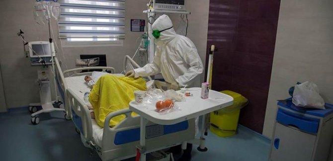 İran'da son 24 saatte Covid-19'dan 63 kişi öldü