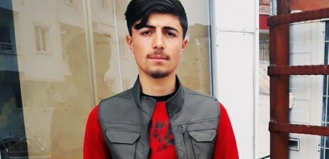 Kürtçe şarkı dinlediği için 20 yaşındaki genç bıçaklanarak öldürüldü
