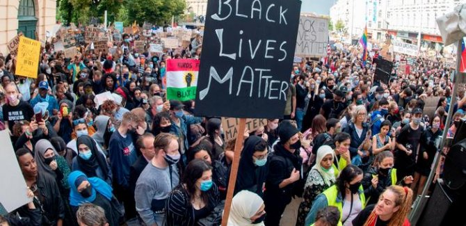 Dünya ırkçılığa karşı sokaklarda