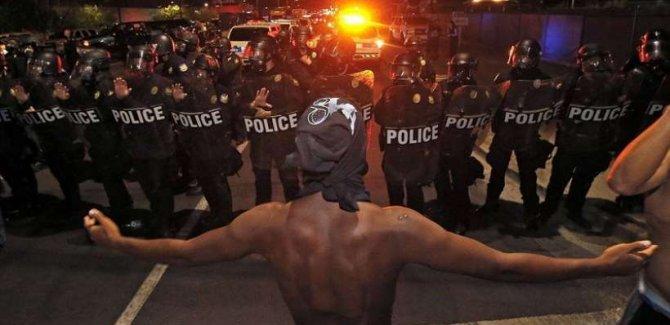 ABD'de ırkçılık karşıtı eylemler sürüyor: Beyaz Saray yakınlarında ABD bayrağı yakıldı