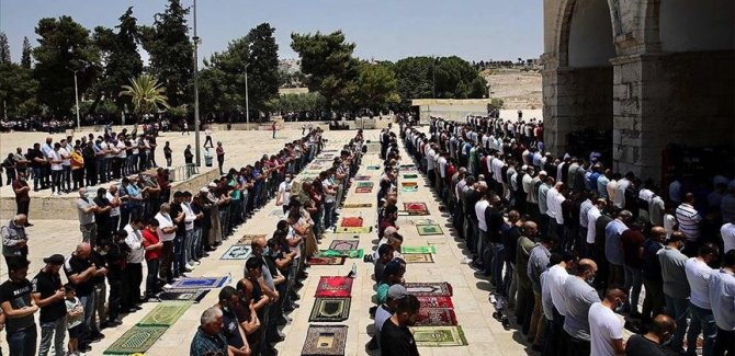 Filistin'de Covid-19 vakalarındaki artış nedeniyle cuma namazı yeniden askıya alındı