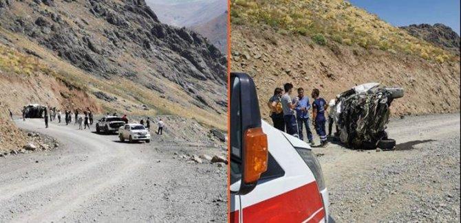 Hakkari'de bir araç uçuruma yuvarlandı:6 kişi hayatını kaybetti