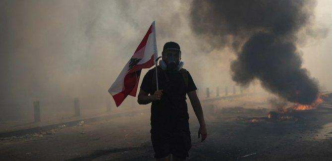 Lübnan'da göstericiler iki bakanlık binasına girdi