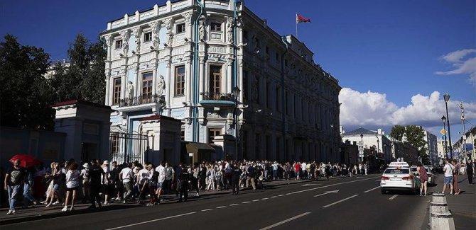Belarus'taki izinsiz protestolarda yaklaşık 3 bin kişi gözaltına alındı