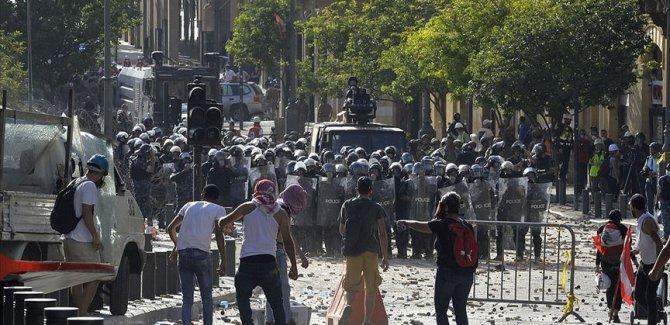 Beyrut'ta hükümet istifa etti, gösteriler başladı