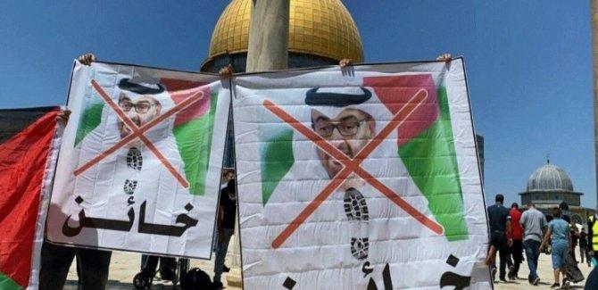Filistin'de BAE-İsrail İhanet Anlaşması Protesto Edildi