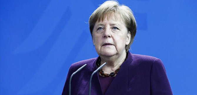 Merkel: Kürtler de bütün halklar gibi özgür ve barış içinde yaşamalı