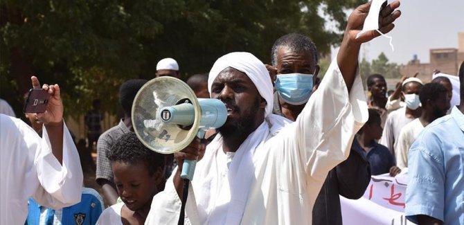 Sudan'da İsrail ve reform Protestoları