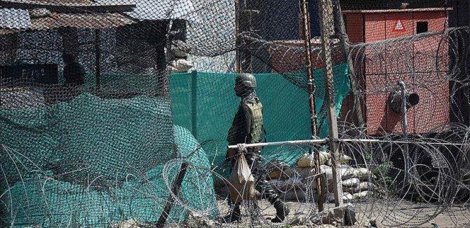 Pakistan: Keşmir'de Hindistan tarafından açılan ateş sonucu biri asker 2 kişi öldü