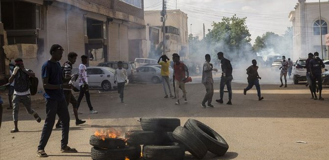 Sudan'da gösterilere polis müdahalesi: 5 ölü, 27 yaralı
