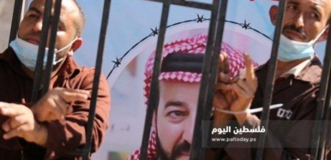 Gazze'de Filistinli esir ile dayanışma eylemi düzenledi