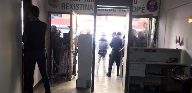 Diyarbakır'da HDP binalarında polis araması