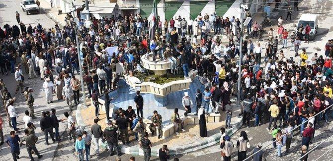 Macron Suriye'de protesto edildi