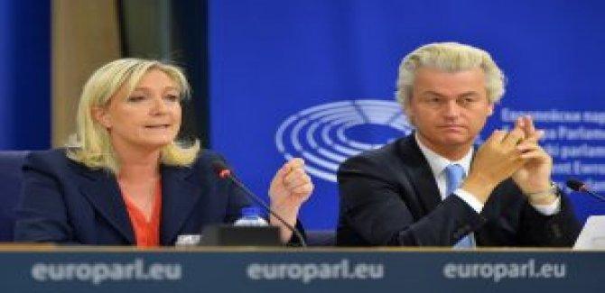 Yaratık Le Pen'den 'başörtüsü yasaklansın' çağrısı