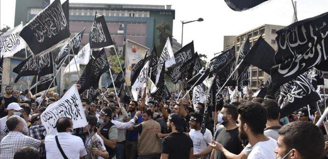 Fransa'nın İslam karşıtı tutumu Lübnan'da protesto edildi