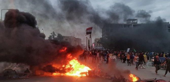 Irak karıştı: Sadr yanlıları göstericilerle çatıştı!