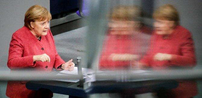 Merkel: Türkiye ile ilgili karar almak zorundayız