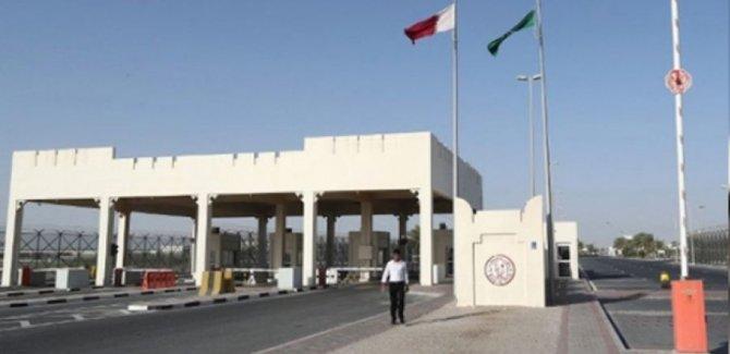 Suudi Arabistan, Katar ile arasındaki sınır kapısını açtı