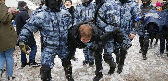 Rusya'da 5 bin gözaltı