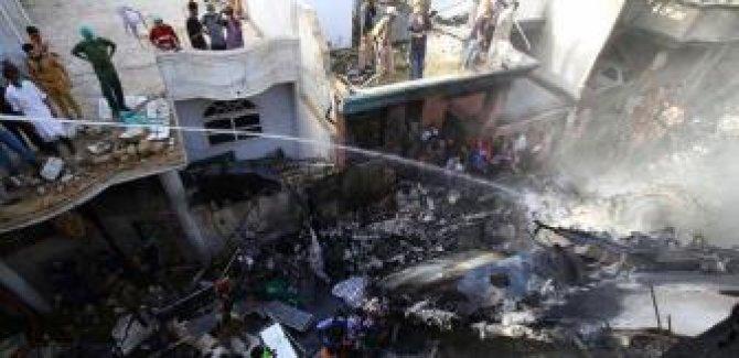 Göçmenlerin tutulduğu gözaltı merkezinde yangın: 8 ölü, 170 yaralı