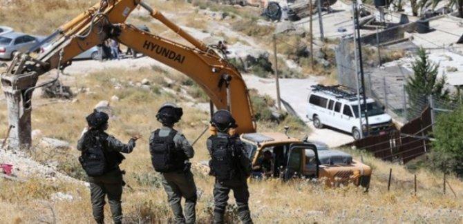 Barbarlar Batı Şeria'da Filistinliler'in Evlerini Yıkmaya Devam Ediyor