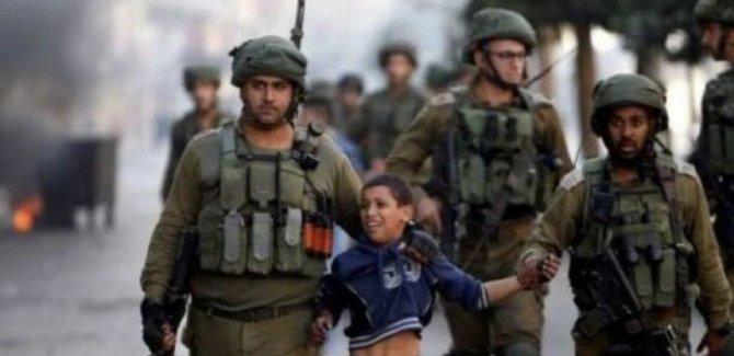 Siyonist Rejim Batı Şeria'da 5 Filistinli çocuğu gözaltına aldı