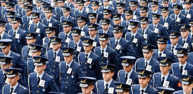 Askeri okullara girişte değişiklik: 'İrticai görüşleri benimsememiş' maddesi kaldırıldı