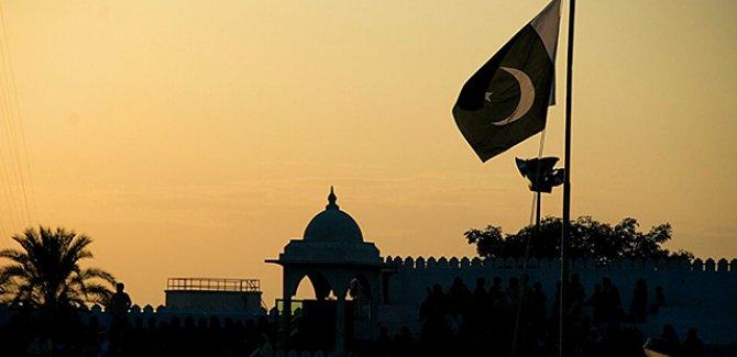 Pakistan'da toplu mezar bulundu