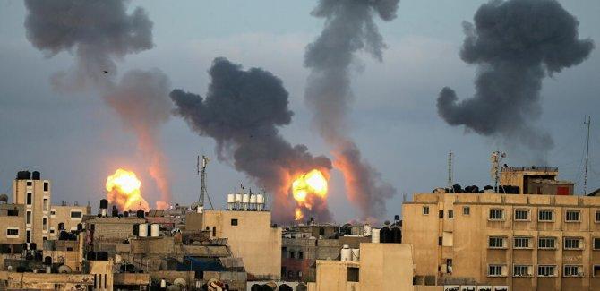 Terör devleti İsrail, Gazze'de çok katlı bir binayı daha vurdu