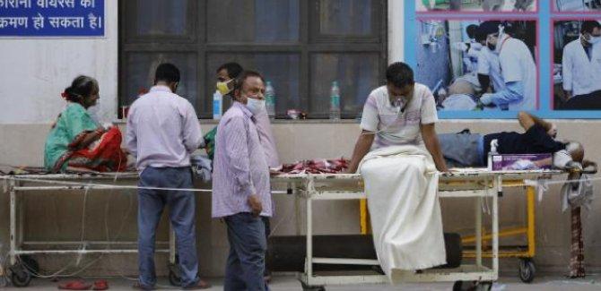 Hindistan'da 1 günde 3 bin 847 can kaybı