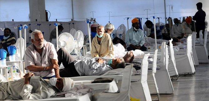 Hindistan'da Kovid-19 salgınında son 24 saatte 3 bin 128 kişi öldü