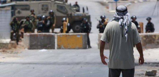 Siyonist İsrail askerleri Batı Şeria'da gösteri düzenleyen Filistinlilere müdahale etti