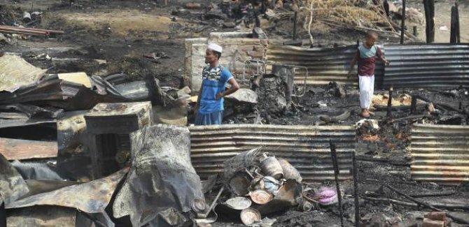 Hindistan'da Arakanlı Müslümanların kampında yangın