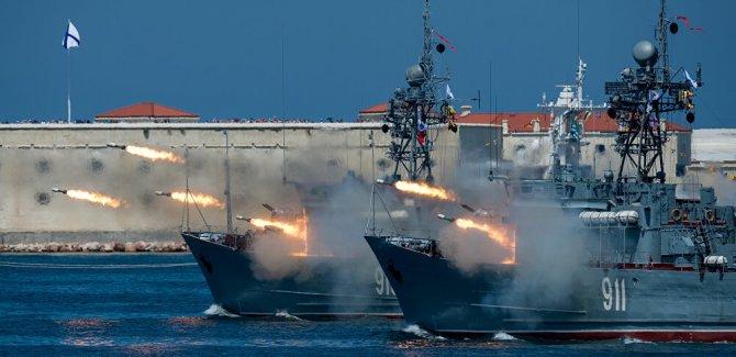 Rusya: İngiliz donanmasına ateş açtık