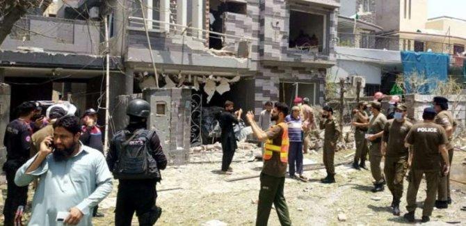 Lahor'da patlama oldu! 2 kişi öldü