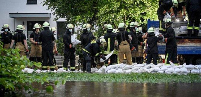 Almanya'da sel nedeniyle evler çöktü, 8 kişi hayatını kaybetti, onlarca kişi kayıp