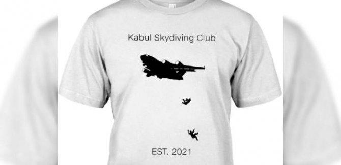 Kabil'deki tahliye skandalında uçaktan düşen Afganları ABD'de tişört yaptılar