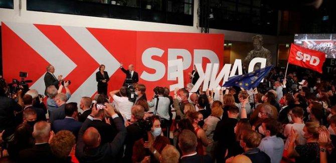 Almanya'daki genel seçimlerden SDP birinci çıktı