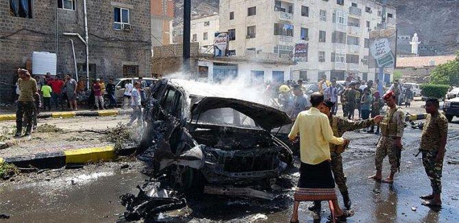 Yemen'de valinin konvoyuna bombalı saldırı: 4 ölü, 4 yaralı
