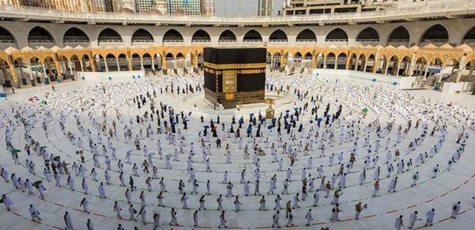 Mescid-i Haram ve Mescid-i Nebevi tam kapasiteyle ibadete açılıyor