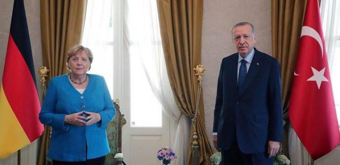 Erdoğan ve Merkel'in İstanbul'daki görüşmesi başladı