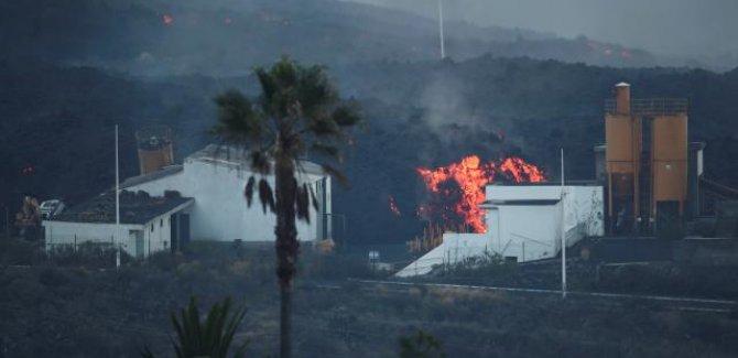 La Palma'da lavlar 2 binden fazla binayı kül etti