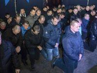 Ukrayna polisi diz çöktü